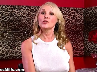 Beautiful blonde cougar talking to the cam