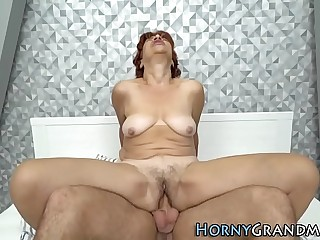 Mature lady cummed over