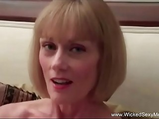 Sexy MILF Knows What You Want