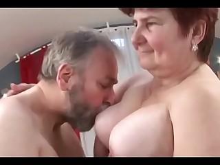 Die fette Oma mit behaarter Cunt hat Hook-up mit Fremden