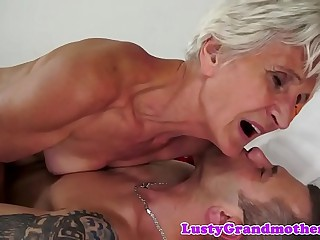 Gorgeous gilf sucking hard cock