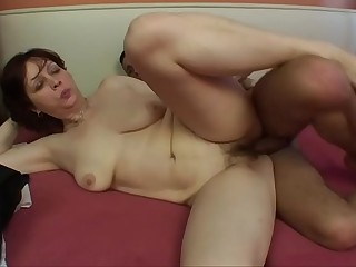 YOUNG GUY FUCKS MILF !!