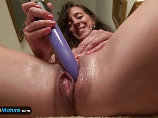 EUROPEMATURE Astounding granny Rose solo flashing
