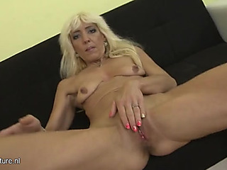 Bleach goldenhaired older slut vagina's for our enjoyment
