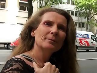 Elisa maman de 45 ans partouz&eacute_e dans une cave