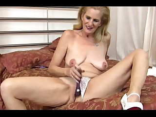Skinny GILF stuffs her both Holes with Dildos