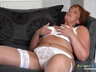 EuropeMaturE Beau Diamonds Solo Mature Allurement