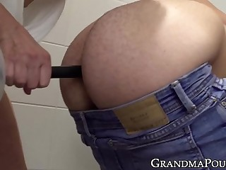 Horny granny toys her nice fuckers ass before being humped