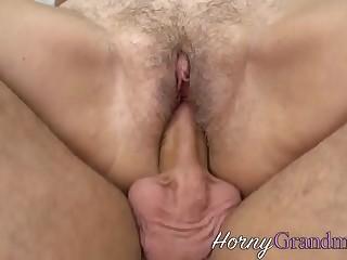 Sloppy granny gets vagina licked