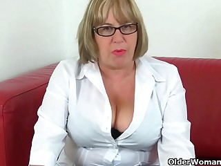 English granny Elle lubes up her matured fanny