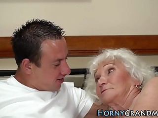 Granny with fat tits gets vagina jammed