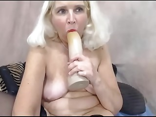 Platinum Light-haired Granny fucks her Ass on Cam